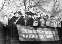 Группа юннатов Одесского зоопарка – школьников города со скворечниками. 24.III.1955 г. Одесса, Я. Левит (708)