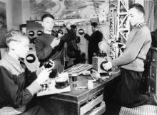 Занятие кружка юных электриков Одесского дворца пионеров. 4.I.1956 г. Одесса, Я.Левит (872)