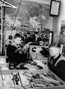 Занятия кружка юных электриков Одесского дворца пионеров. 4.I.1956 г. Одесса, Я. Левит (874)