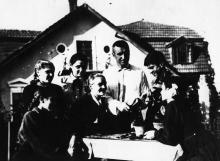 Занятия по прививке цитрусовых на областной станции юных натуралистов. Руководитель – А. Манаровский. Одесса, 1950 г. Вдовин (2221)