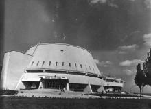 Новый кино-концертный зал в пионерском лагере ЦК ЛКСМУ «Молодая Гвардия» (12107)