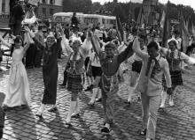 Участники шестого слета юных пионеров Украины на площади им. Октябрьской революции. Одесса. 28 июня 1972 г. (6311)