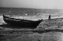 Берег  в районе Лузановки. Одесса. Фотограф А. Агапов. Июль 1957 г.