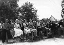 Комсомольский актив на территории будущего лагеря «Молодая Гвардия». 1951 г.
