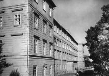 Старый кораус ОИИМФ после 1955 года. Надстроен 4 этаж. Лабораторного корпуса еще нет