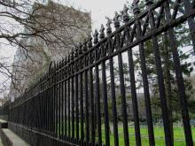 Фрагмент кованой решетки, сохранившаяся со времен Института благородных девиц. Одесса