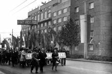 Проспект Шевченко, 12. Возле здания «Черноморниипроект». 7 ноября 1967 г.