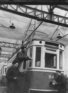 Реконструкция вагонов узколейки на широкую в Одесском вагонотрамвайном заводе. 03.02.56. Левит (892)