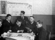 Редколлегия сталепроволочного цеха Одес. канатного з-да «Сталепроволочник». г. Одесса, 4.5.1953 г. Левит (3173)