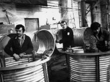 В цехе сборки водоохлаждающих машин ПО «Одессхолодмаш». г. Одесса, декабрь 1983 г. (8488)