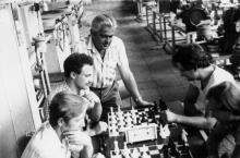 Обеденный перерыв в компрессорном цехе ПО «Одессхолодмаш». г. Одесса август 1986 г. (9122)