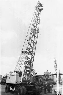 Юбилейный 25-тонный дизель электрический строительный кран п/о им. Январского восстания. г. Одесса, 1979 г. И. Павленко (12191)