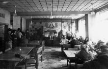 Зал комплексных обедов рабочей столовой Одесского завода «Стройгидравлика». г. Одесса, июль 1981 г. (7401)