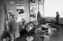 В музее Одесского завода «Стройгидравлика». г. Одесса, июль 1981 г. (7403)