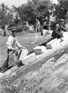 На строительстве обл. сельхоз. выставки в парке «Победа». 7.IX-55 г. Одесса, Левит (124)