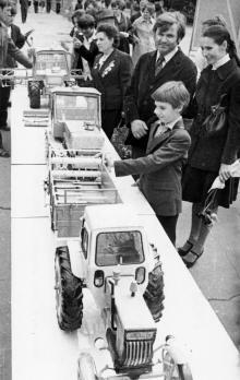 Выставка изделий профтехучилищ в парке им. Т.Г. Шевченко. Одесса, 1977 г. (4728)