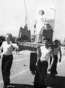 Первомайская демонстрация. 1.V.53 г. Одесса, Левит (350)