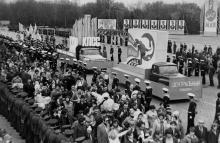 Колоны демонстрантов. 1 мая 1981 г. г. Одесса, 1 мая 1981 г. (7242)
