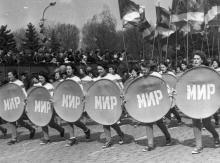 Колонны спортсменов на праздновании 1 мая в Одессе. г. Одесса, 1 мая 1985 г. (8771)