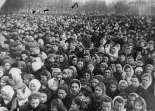 Траурный митинг на пл. им. Октябрьской рев-ции по поводу смерти И. В.Сталина. г. Одесса, 8.3.1953. Левит (3464)