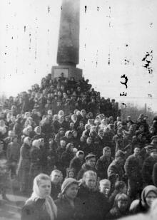 Траурный митинг на пл. им. Октябрьской рев-ции по поводу смерти И.В. Сталина. г. Одесса, 8.3.1953 г. Левит (3466)