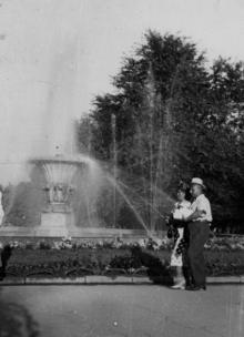 Фонтан в городском сквере. 1956 г. Одесса, Белозеров (793)