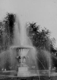 Фонтан в городском сквере. 1956 г. Одесса, Белозеров (794)