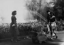 В городском парке г. Одессы. 1958 г. Одесса, Р. Шоломович (267)