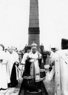Панихида у памятника Неизвестному матросу. г. Одесса 1991 г. О. Владимирский (12253)