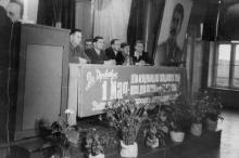Торжественное собрание в клубе завода ЗОР по поводу 1 мая 1954 г. Одесса. 1954 г. Феохари (1762)