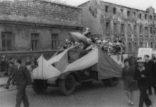 Первомайская демонстрация завода им. Октябрьской революции. г. Одесса, 1968 г. Негребецкий (1998)