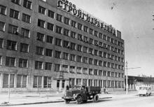 Здание цехов завода «Стройгидравлика» по улице Фрунзе. г. Одесса, март 1981 г. (7229)