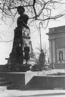 Памятник Пушкину на площади Коммуны в Одессе