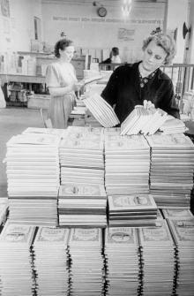 Контролер книжной фабрики Т. Красовская. Одесса, 1956 г. (4661)
