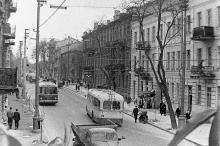 Троллейбусы, пущенные по ул. Свердлова после ее реконструкции. Одесса. Фотограф Валерий Холявко. Снято с балкона дома №71 по Свердлова. Конец 1965 г.