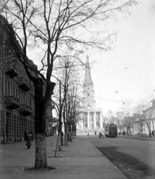 Наполовину снесенный собор, вид с ул. Карла Либкнехта. Одесса. Март, 1936 г.