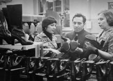 В цехе №14 обувного объединения им. Октябрьской революции. Одесса, март 1980 г.  (6170)