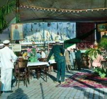 В павильоне «Торгсин» на бульваре Фельдмана (Приморском). Одесса. Фотограф Branson DeCou, 1931 г.