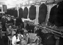 Конвейер цеха №11 пошива мужских костюмов. г. Одесса, 1965 г. (5541)