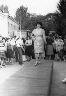 Новые модели женской одежды показывают швейники объединения им. Воровского. Одесса июль 1987 В. Курицын (10251)