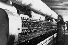 Прядильщица Кутепова В.И. за работой у новой прядильной машины П-114-Ш. г. Одесса 29 августа 1957 г. (4575)