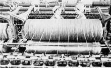 Н. Терновская (слева) и О. Суржинская – прядильщицы прядильного цеха суконной фабрики, передовики производства. Одесса 1978 г. И. Павленко (11686)