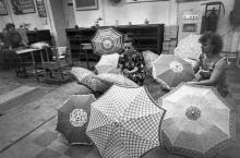 Готовая продукция ПО «Зонт» перед упаковкой. г. Одесса июль 1981 г. (7398)