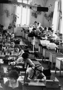 В цехе производственного объединения «Зонт». г. Одесса 15 июня 1981 г. (6449)