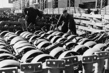 На отгрузочной площадке завода им. Октябрьской революции. г. Одесса, 28/IX-1964, Фатеев (3554)