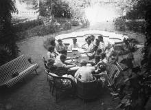 Беседа кандидата в депутаты Верховного Совета УССР с членами избирательных комиссий г. Одессы. Одесса, 1938 г.