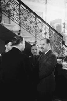 Во дворце графа Толстого. Одесса. Фотограф Willy Pragher, 3 июня 1943 г.