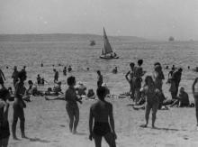 На пляже в Лузановке. Одесса. 1962 г. Одесса, С. Белозеров (1130)