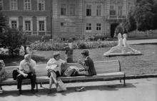Выставка скульптур одесских скульпторов на площади у театра оперы и балета. Одесса, август 1981 г. (7394)