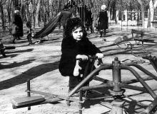 «Детский сектор» в парке Шевченко. Одесса. Фотограф  Александр Евстафьевич Турецкий. Конец 1970-х годов